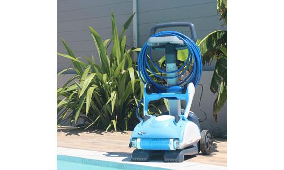 robot de piscine dolphin nauty tc chariot et t l commande. Black Bedroom Furniture Sets. Home Design Ideas