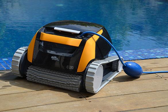 Robot de piscine lectrique dolphin e20 par maytronics for Robot piscine dolphin zenit 20